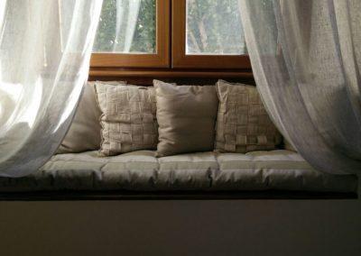 Rivestimento panca con cuscinone e cuscini